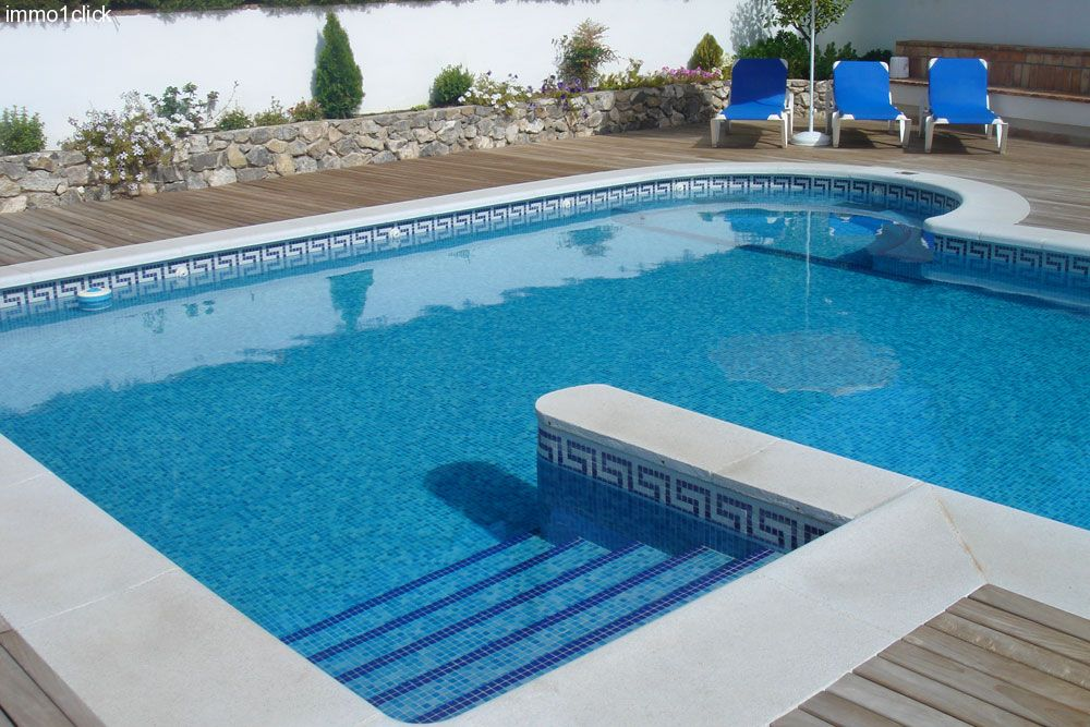 Luxury villa with pool near center Granada, Cubillas Park, for sale